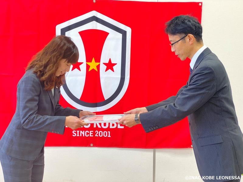 中島依美 選手が「しがスポーツ大使」委嘱状交付式を行いました。